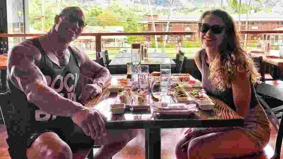 The Rock posta foto no Instagram com sua esposa em um restaurante vazio - Reprodução/Instagram
