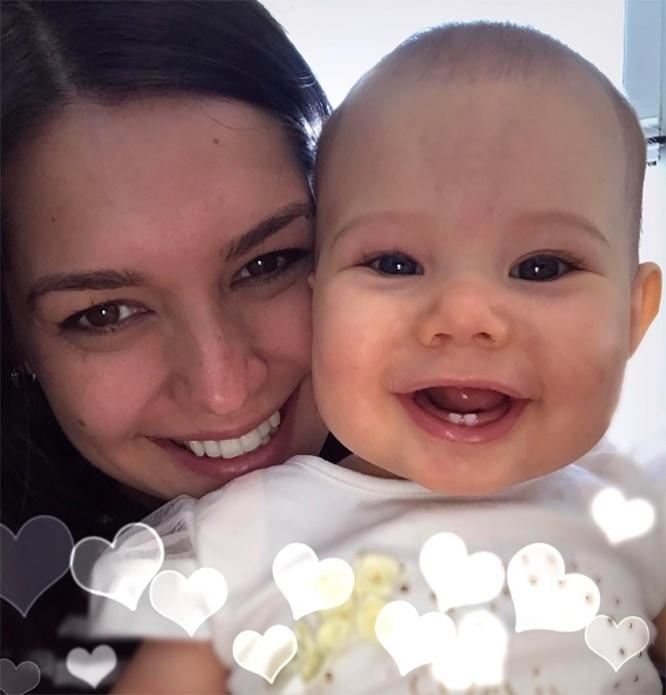 11.abr.2017 - Que fofura! Thais Fersoza posa ao lado da sua filha, Melinda