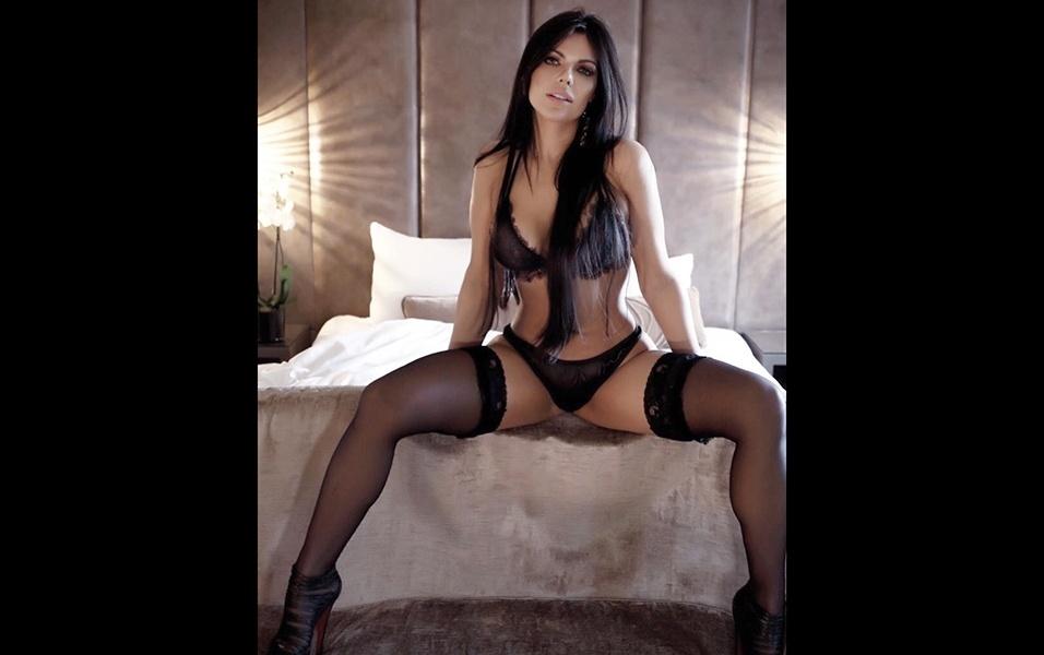 """Suzy Cortez abusa da sensualidade ao dar """"boa noite"""" aos seguidores"""