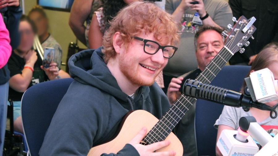 """Ed Sheeran surpreende pacientes em hospital infantil nos EUA  - Boston Children""""s Hospital"""