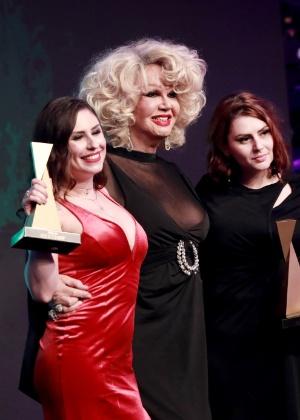 Jane Di Castro, ao centro, durante a premiação do Sexy Hot 2018