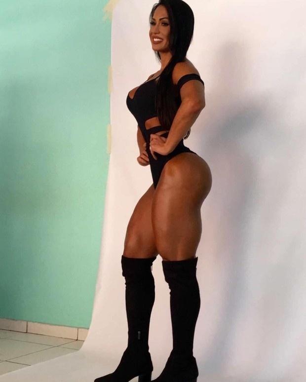 19.mar.2016 - Em seu Instagram, Gracyanne Barbosa  exibiu seu corpo escultural e chamou atenção de seus seguidores, que elogiaram o seu