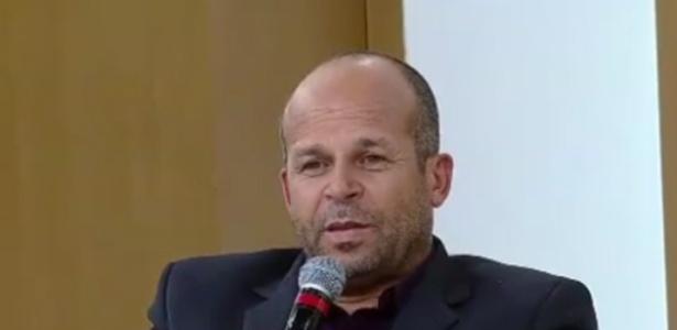 """Carlinhos vidente em participação no programa """"SuperPop"""", da RedeTV!"""