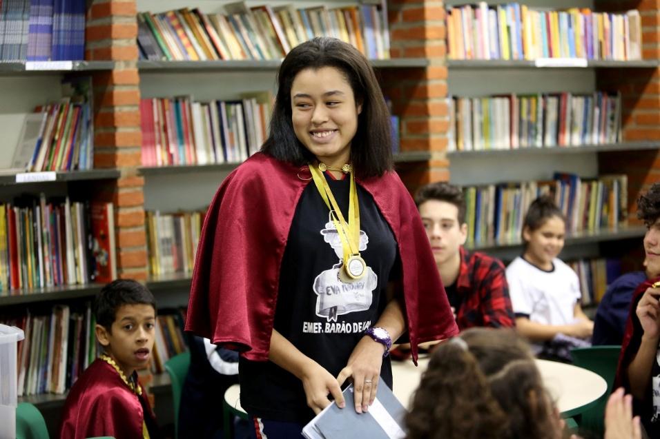 Aluna Tamires, que já terminou o ensino fundamental, tem Ziraldo como amigo literário. Ela já é membro vitalício do projeto e cria suas próprias poesias