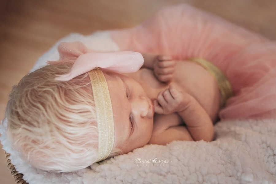 O cabelo da pequena Noralynn virou assunto na maternidade