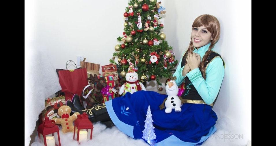 """""""Nosso cantinho pronto para o Natal"""", com Lillian, de Manaus (AM), fantasiada com personagem de Frozen"""
