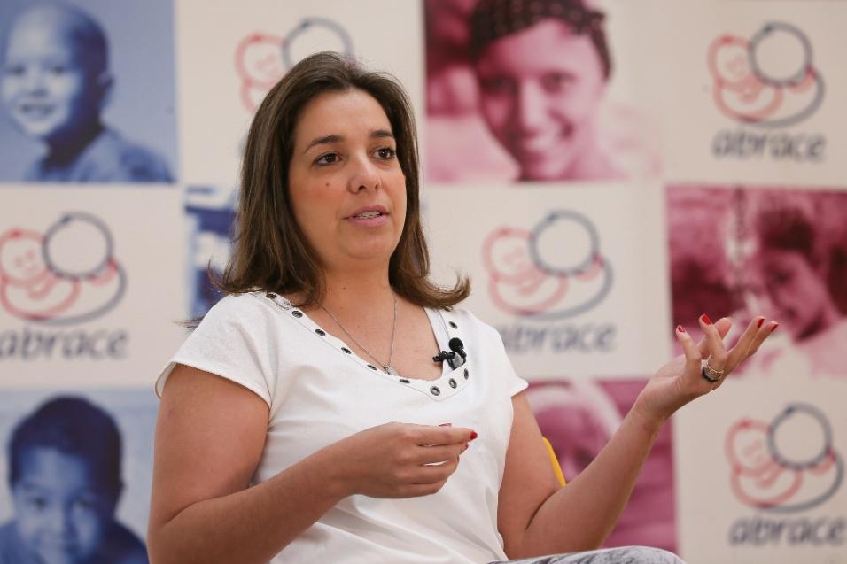 ABRACE. Joanna Marini, hoje com 38 anos, tem vagas memórias sobre a luta contra o câncer. Mas adianta que, quando criança, achava que estava passando por uma gripe