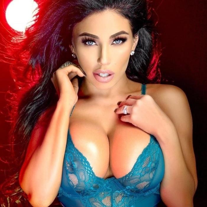 10.jul.2018 - A modelo americana Carmen Ortega posou para um novo ensaio de lingerie. No Instagram, a gata postou duas fotos e disse que esse é um de seus ensaios favoritos
