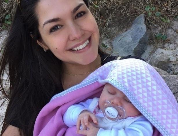 30.set.2016 - Mamãe coruja, Thais Fersoza aproveita a fofura da filha Melinda para postar diversas fotos em suas redes sociais. A pequena é fruto do seu relacionamento com o sertanejo Michel Teló.