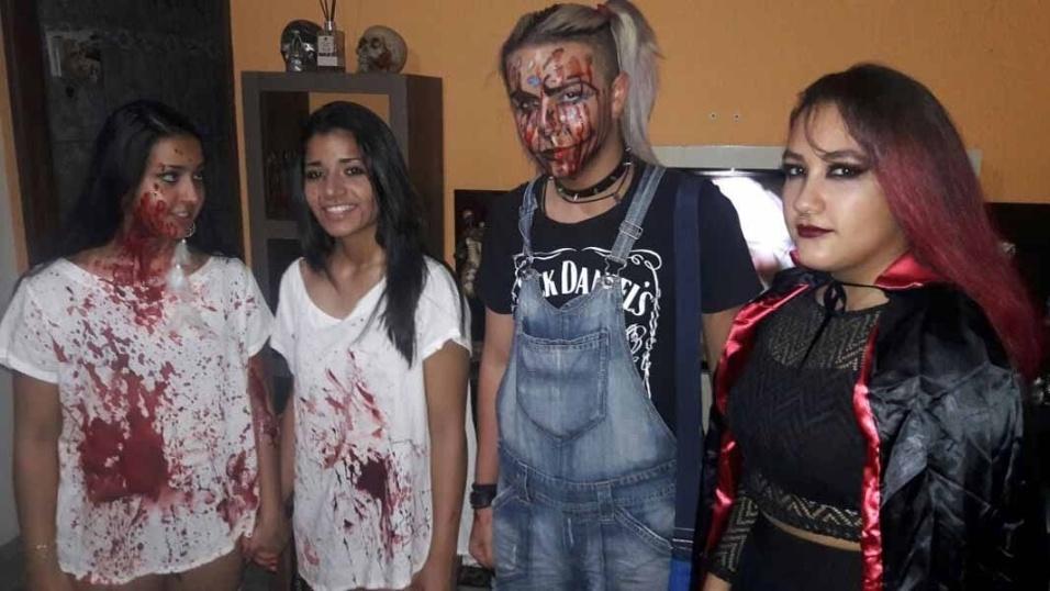 Alba Souza assombrando com as amigas, em Araraquara (SP)
