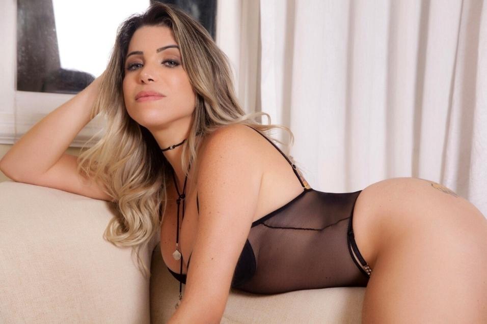 10.mai.2017 - Cris Freitas mostra suas curvas em ensaio para a revista Sexy