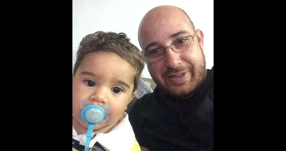 Papai Deivide Cristiano com o filho Enzo, de Barra Bonita (SP)