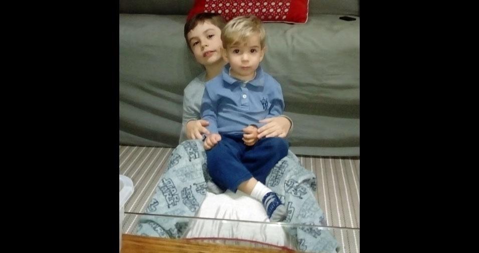 Rafael, dois anos, e Mateus, sete anos, de Belo Horizonte (MG), são os filhos do Wasley de Sousa Novaes