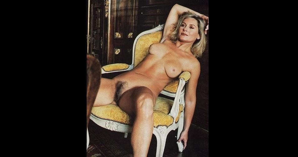 """10. Vera Fisher também já dispensou a lâmina e a cera e exibiu um visual natural quando posou para a """"Playboy"""" em 2000, na época com 49 anos. Apesar de já ter aparecido nas páginas da revista antes, Vera nunca tinha mostrado uma mata tão avantajada até então"""