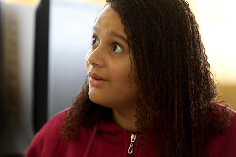 Rafaela, do 7º ano, leu poema sobre sua rua durante roda de conversa
