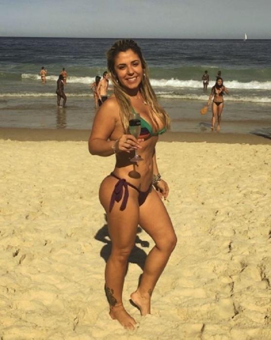8.ago.2017 - Mari Ag, agente da  Polícia Rodoviária Federal, chamou atenção de sites gringos por sua beleza