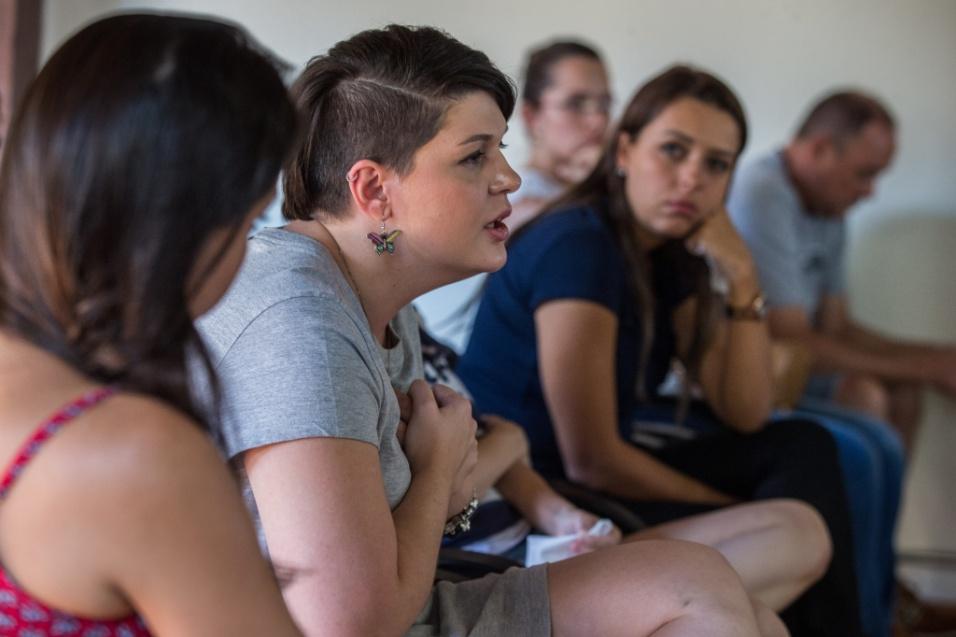 Grupo Sobre Viver. O segundo objetivo, a escuta, acontece como forma de aliviar a dor dos participantes. De acordo com Flávia, as mulahres precisam de um espaço de fala, para serem ouvidas por quem realmente está prestando atenção em suas histórias. E mais, aprendendo com elas