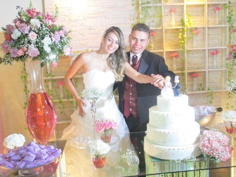 """Viviane e Fabiano, de São Paulo (SP). """"26 de abril de 2014. Uma noite especial ao lado da família e amigos para nosso enlace."""""""