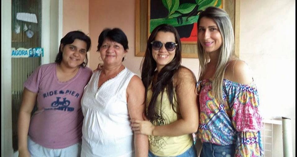 Edilene com as filhas Luma, Suanne e Kerley, de Belo Jardim (PE)