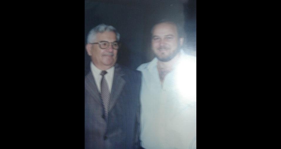 """Juliano com seu """"saudoso, querido e amado pai, Roberto Montanheiro. Saudades do meu velho, uma pequena homenagem a este cara que me deu nome, caráter, dignidade, me ensinou a ser gente"""""""