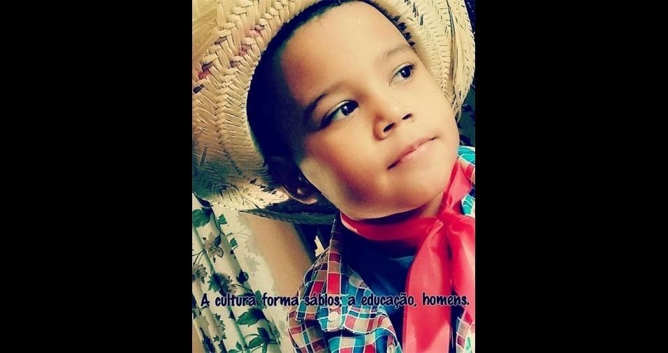 Aline Cristina Mendes ama esse filho Arthur, de sete anos, do Rio de Janeiro (RJ)
