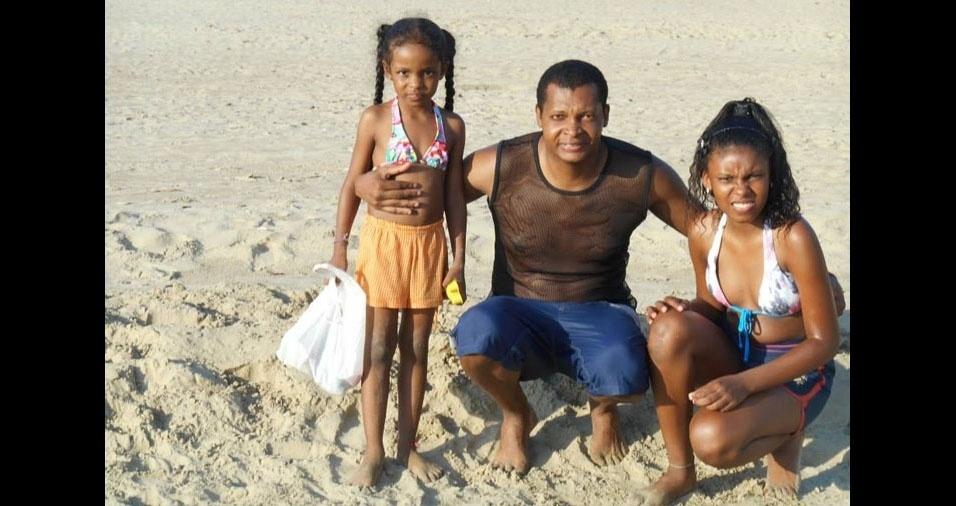 Joana e Giovana com o papai Gilberto