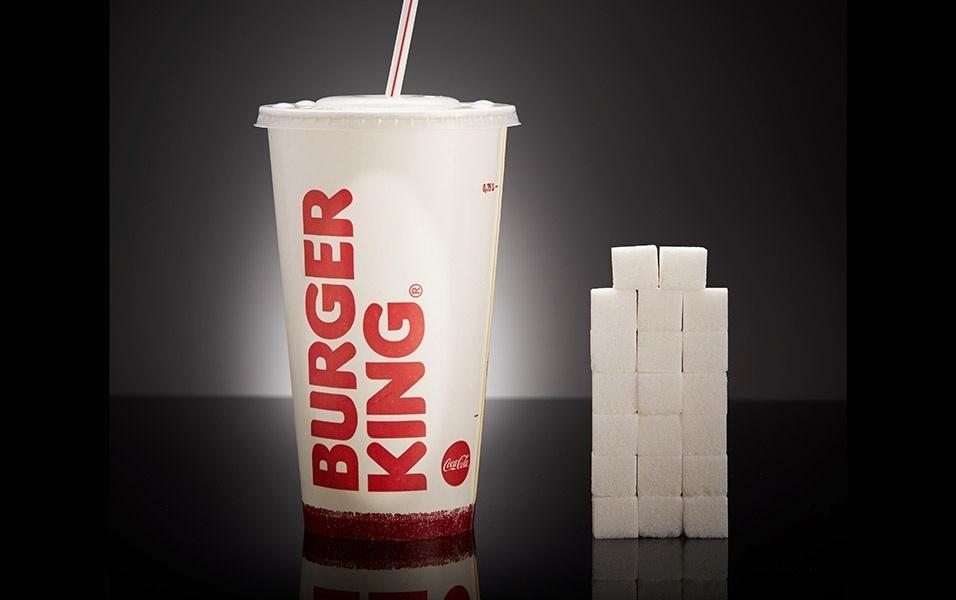 Um copo gigante de Coca-Cola do Burger King (700 ml) tem 79,5 g de açúcar