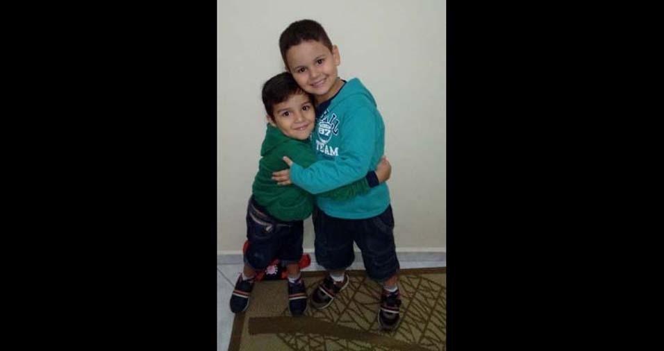 Jefferson e Marcia, de Praia Grande (SP), enviaram foto dos filhos Nicolas e Lucas