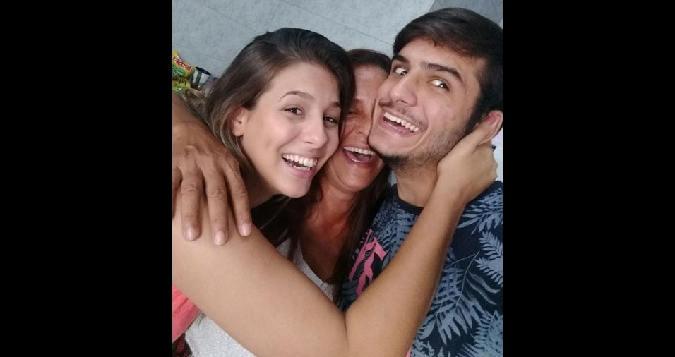 """Os filhos Marcelle Louize e Carlos Eduardo homenageiam a mamãe Eliane Gomes, de Vargem Grande (RJ): """"Ela resume tudo que somos. A melhor mãe do mundo. Amor sem igual"""""""