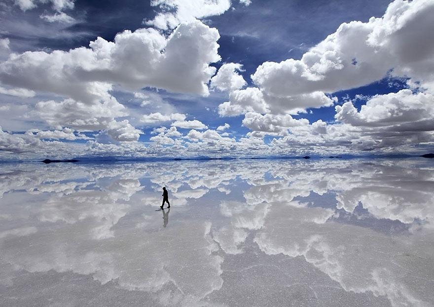 Salar de Uyuni, na Bolívia, maior planície de sal do mundo