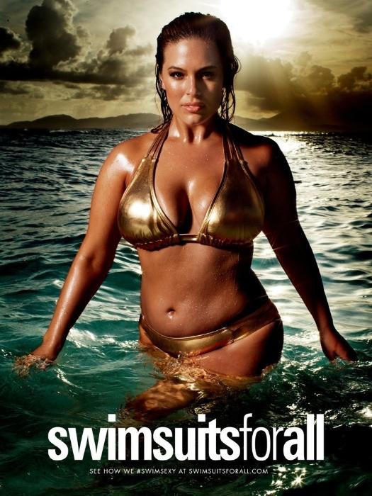 """11.fev.2016 - Ashley Graham também foi escolhida para participar da campanha """"#SwimSexy"""", da marca Swimsuits for All, que traz mulheres linda e reais com peças douradas"""