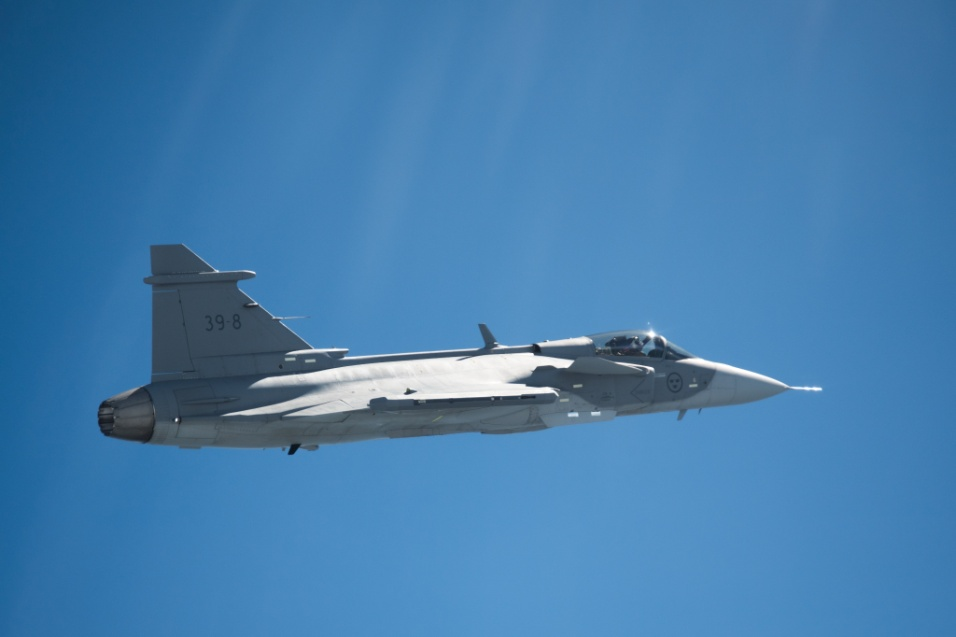 2017 - Primeiro voo do Gripen 39E durou 40 minutos e testou recursos como o trem de pouso, aceleração, controle e os sistemas eletrônicos de instrumentação e comunicação