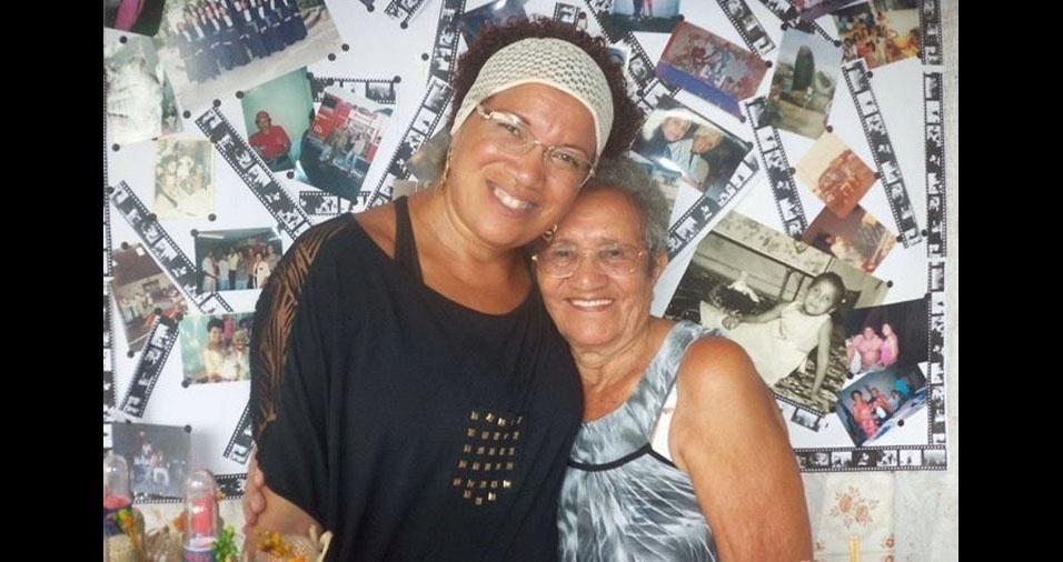 Débora Cristian Santos de Souza com a avó Maria do Carmo dos Santos, de Duque de Caxias (RJ)