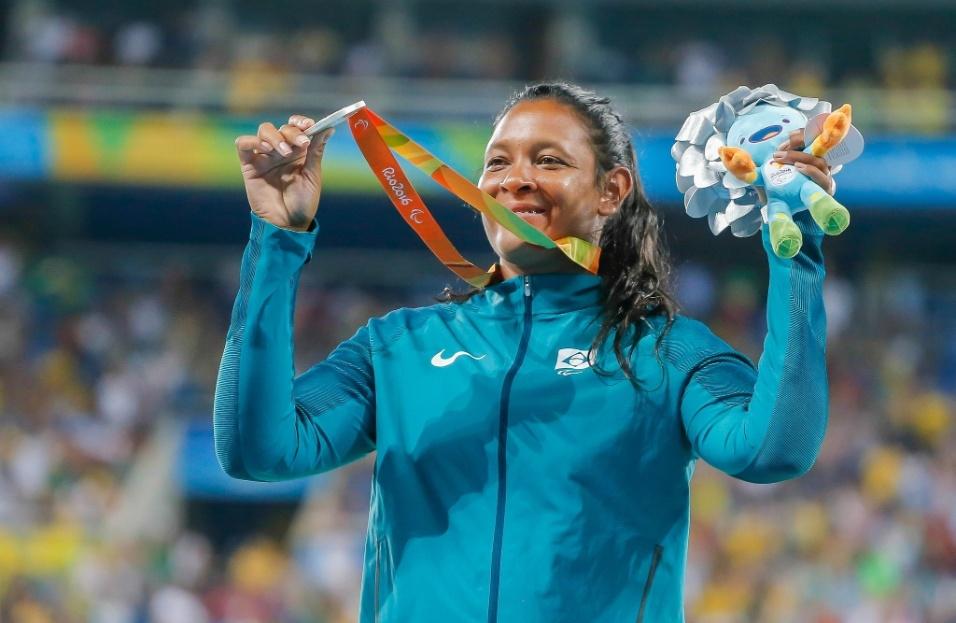 17.set.2016 - Ouro no lançamento de dardo uma semana antes, Shirlene Coelho voltou ao pódio da Rio-2016, desta vez pelo lançamento de disco, classe F37/38, faturando a prata