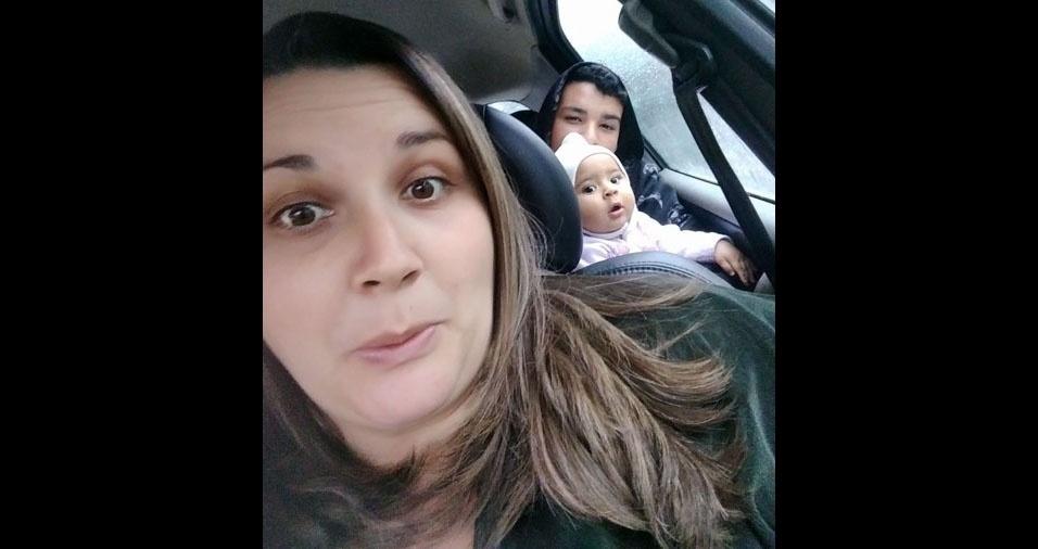 A mamãe Michele Regina com os filhos Caio Henrique e Sophie Emmanuele, de Guarulhos (SP)