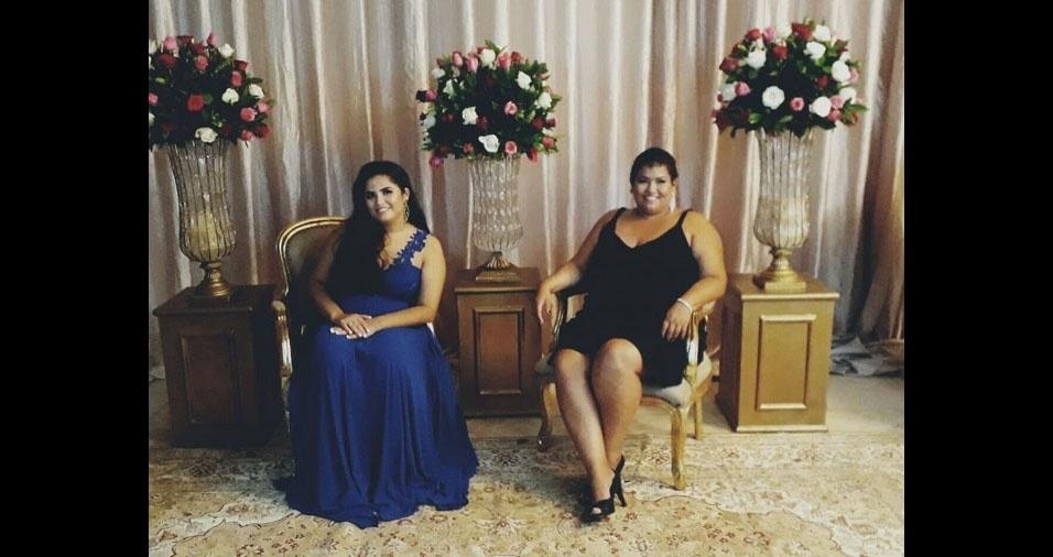 """""""Camila Rodrigues de Lima e a mamãe, Regiane Pinheiro, que acaba de se curar de um câncer de mama.  Somos de Florínea (SP)"""""""
