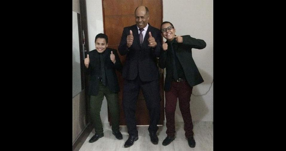 De Louveira (SP), Luceli Lima enviou foto do Jeova com os filhos Pedro e Leonardo