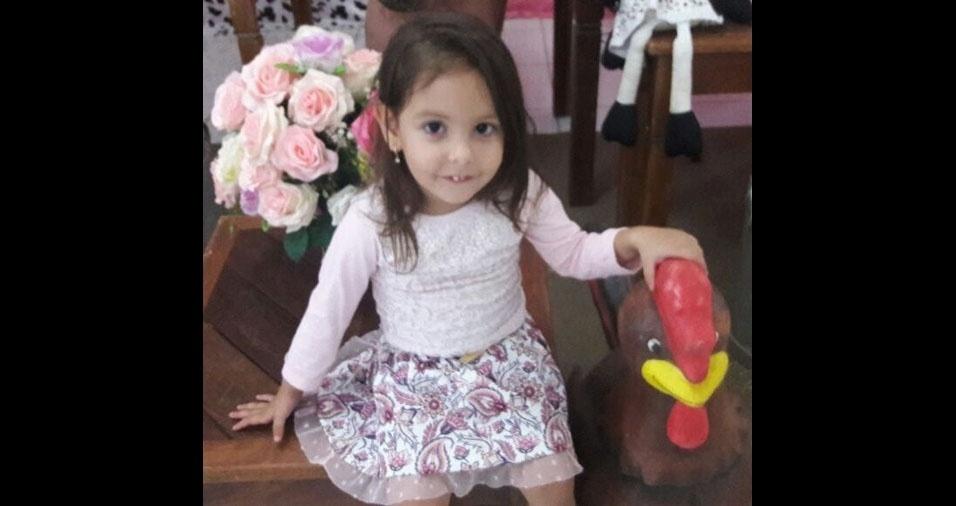 Júlia Caixeta, três anos, de Montes Claros (MG), é filho do Vicente e da Joyce