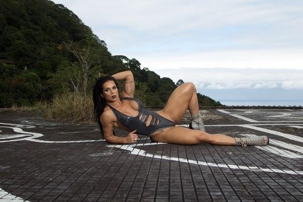 27.jul.2016 - A modelo fitness Suelen Bissolati exibe sua forma física em ensaio