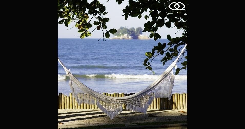 Rede de descanso em frente ao mar