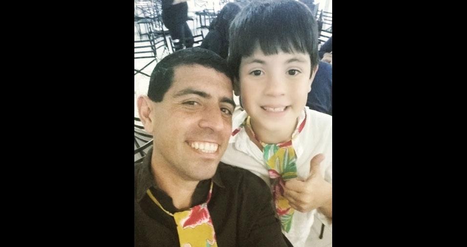 Leonardo com seu amado filho João Lucas. Eles são de São Geraldo (MG)
