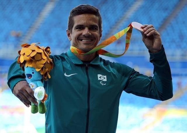 13.set.2016 - Edson Pinheiro foi o terceiro colocado nos 100 metros rasos do atletismo, na categoria T38