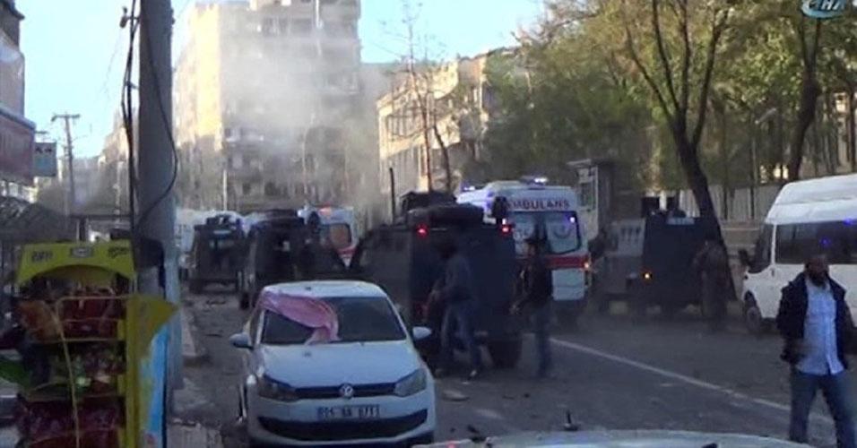 20. Diyarbakir, Turquia. Pelo menos oito pessoas morreram e 100 ficaram feridas em um atentado a bomba na principal cidade do sudeste da Turquia, em 4 de novembro. O ataque foi atribuído a movimentos curdos