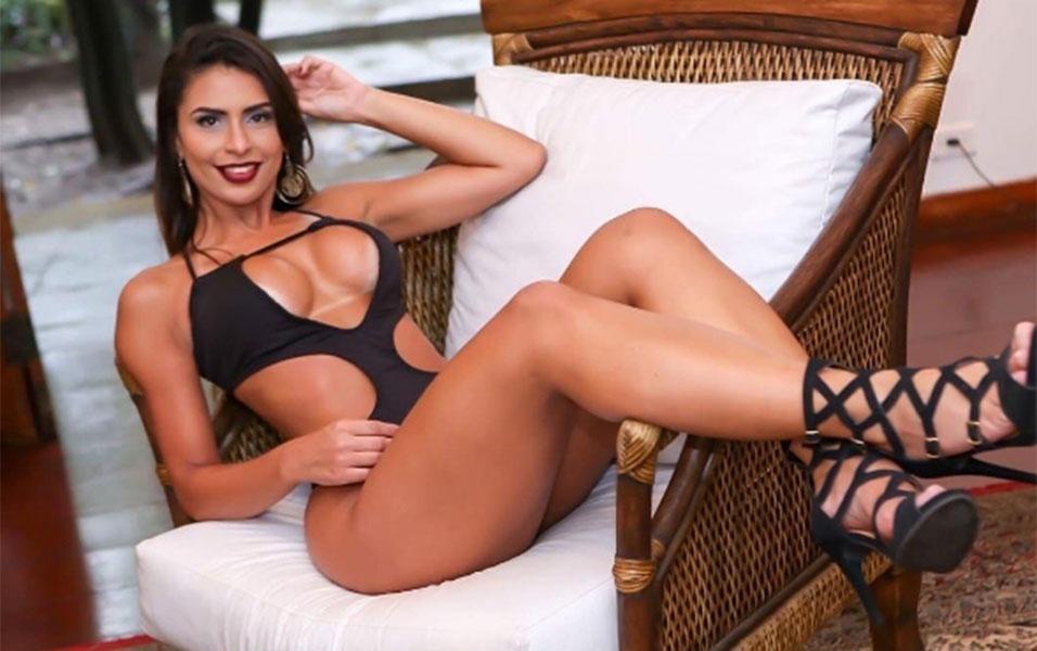 Clariane Caxito é modelo, atriz e musa de escola de samba. Em 2016, a gata mineira representou seu Estado natal no concurso Musa do Brasil