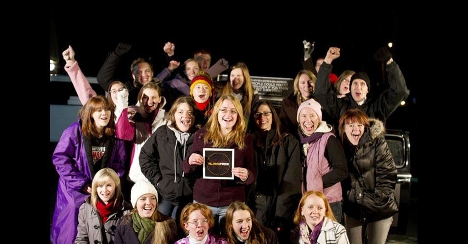 """20. O pessoal da Universidade Asbury, nos EUA, tem tudo para ganhar uma prova de resistência no """"Big Brother"""". Em dezembro de 2010, eles espremeram 20 pessoas dentro de um Fusca 64."""
