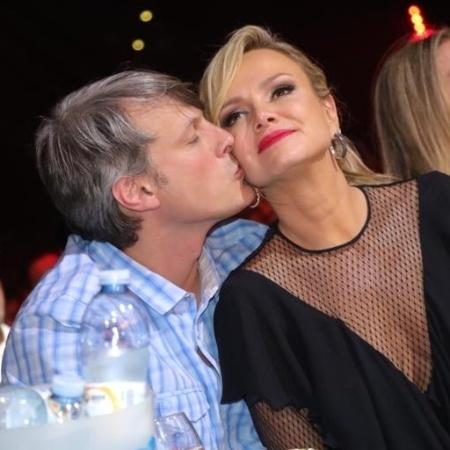 Eliana ganha beijo do noivo, Adriano Ricco - Fred Pontes/Divulgação