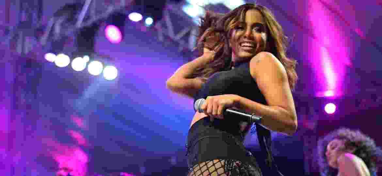 23.jan.2017 - Menos de um mês antes do Carnaval, Anitta exibiu ótima forma e disposição em show no Estádio de Pituaçu, em Salvador (BA) - André Muzell/Brazil News