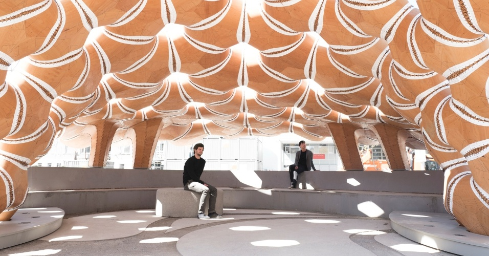 6.mar.2017 - Detalhe do vão interno do pavilhão construído pela Universidade de Stuttgart, inspirado em ouriços-do-mar