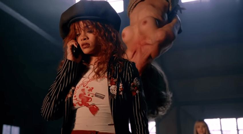 2.jul.2015 - Rihanna combina com equipe o local o destino da loira.