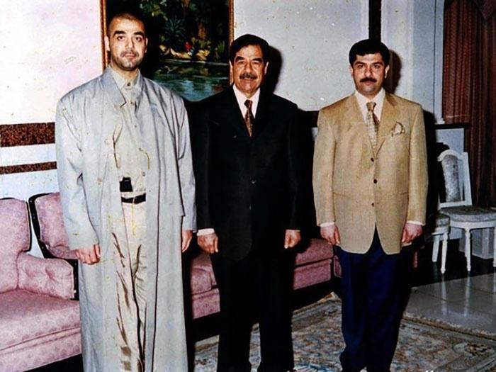 Valor roubado: US$ 1 bilhão (pouco mais de R$ 3,1 bilhões) - Em 2003, um assalto simples mas que levou muito dinheiro aconteceu no Banco Central do Iraque. Um pouco antes dos norte-americanos bombardearam Bagdá, em 2003, Qusai, filho de Saddam Hussein, se dirigiu ao estabelecimento com um documento assinado pelo próprio Saddam, que permitia que ele retirasse aproximadamente US$ 1 bilhão do banco. Como o pedido supostamente era do presidente, não houve nenhum tipo de questionamento ou checagem. Estima-se que US$ 650 milhões foram recuperados posteriormente, porém o restante do dinheiro, US$ 350 milhões, jamais foi encontrado.